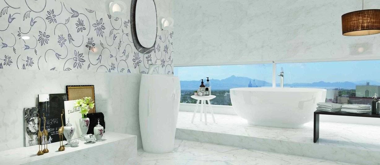bianco vena Mix and White tiles Modern style Bathroom