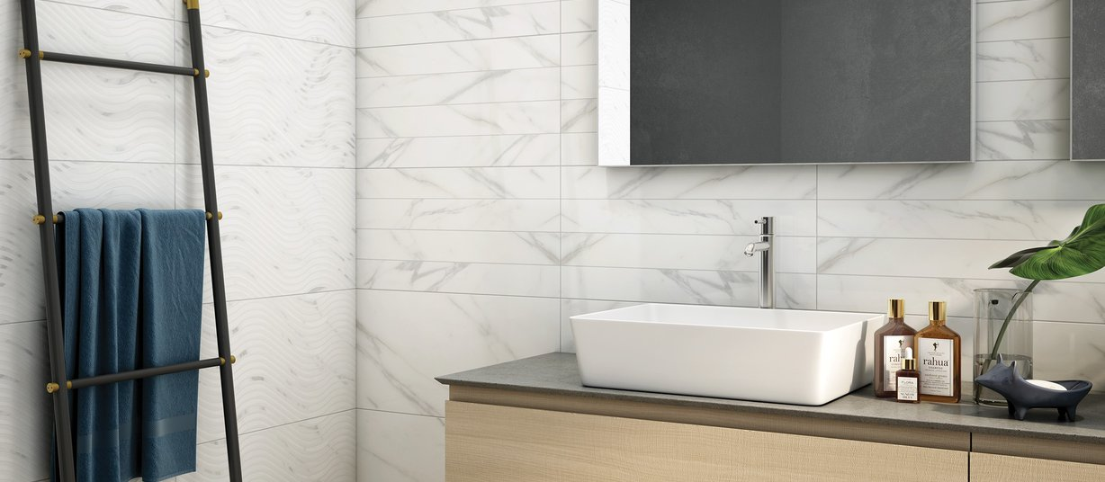 Racha White tiles Modern style Bathroom
